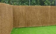 Deze Bamboematten zijn vervaardigd van dikkere bamboetakjes waardoor de levensduur langer is dan bij heidematten.