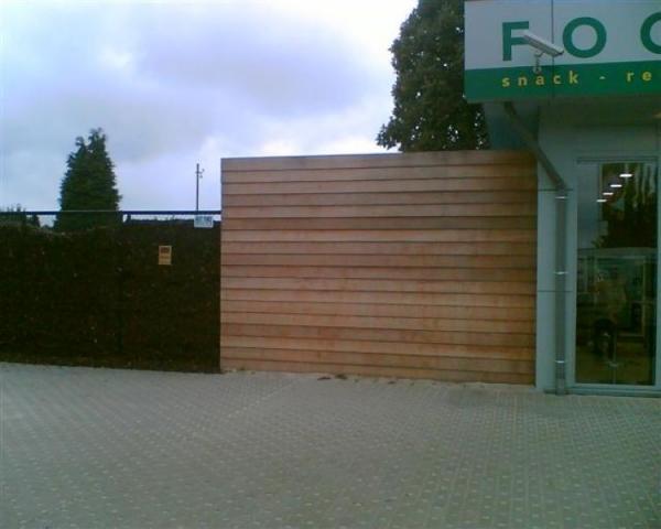 Voorbeelden en afbeeldingen van tuinschermen in hout for Moderne afsluiting tuin